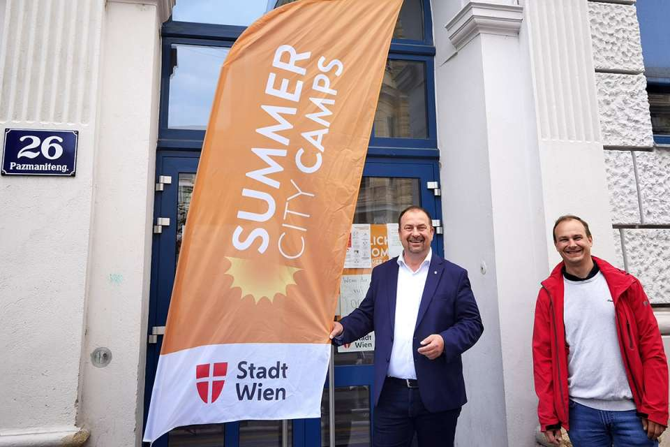 Bezirksvorsteher der Leopoldstadt Alexander Nikolai und Bezirksvorsteher-Stellvertreter Christoph Zich beim Summer City Camp.